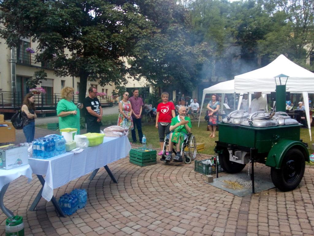 20-07-2019 Kuchnia Polowa z muzyką na żywo w ogrodzie Hospicjum Cordis
