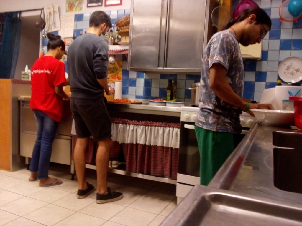 Wolontariusze zagraniczni gotują dla Nas 😊