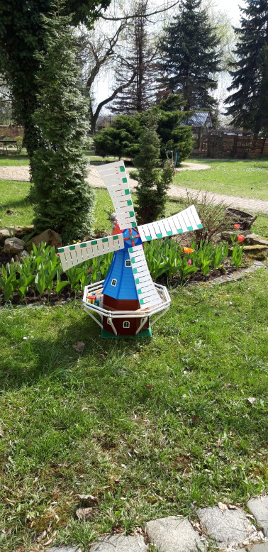 Nasz Ogród Hospicyjny wzbogacił się o przepiękny ręcznie wykonany wiatrak przez Pana Stefana Pająk. Dziękujemy