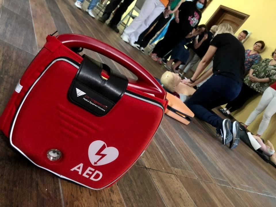 AED – TAJEMNICZY SKRÓT RATUJĄCY ŻYCIE